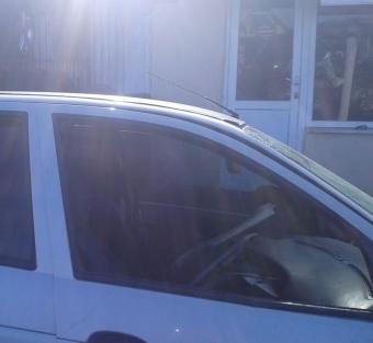 renault megane 1 çıkma sağ ön kapı camı